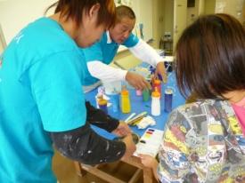 安全性の高い水性塗料を使用